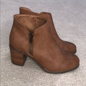 Size 10W ankle bootie